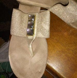 Croft & Barrow sz 8 Maddie Gold Wedge Sandals